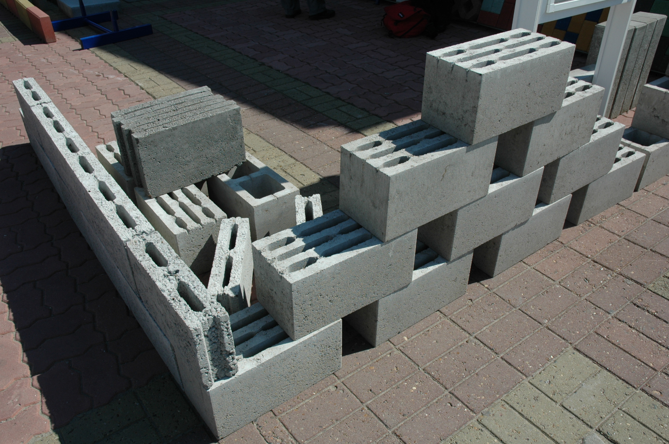 Кладка стен из керамзитобетонных блоков: способы и правила