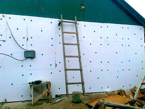 Использование пенопласта для утепления стен