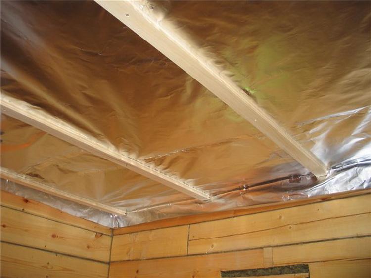 Фольга на потолке бани
